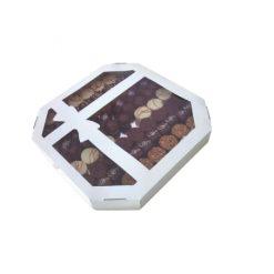 Kutija sa mašnom za kolače